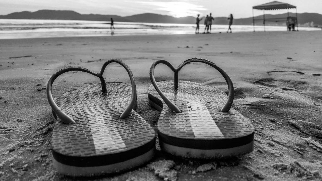 sandalias-playa-prohibido-ir-trabajar